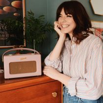 Sophia Rosemary next to an iStream 3 in Dusky Pink